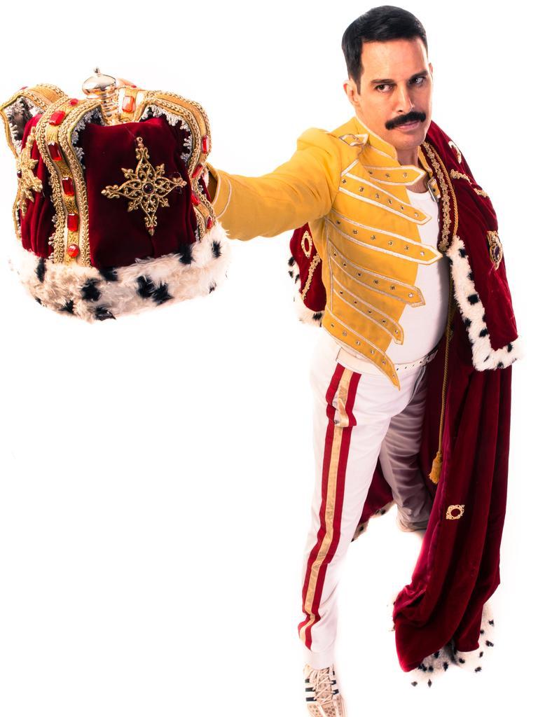 Killer Queen Experience featuring John Blunt as Freddie Mercury and original Queen band members.