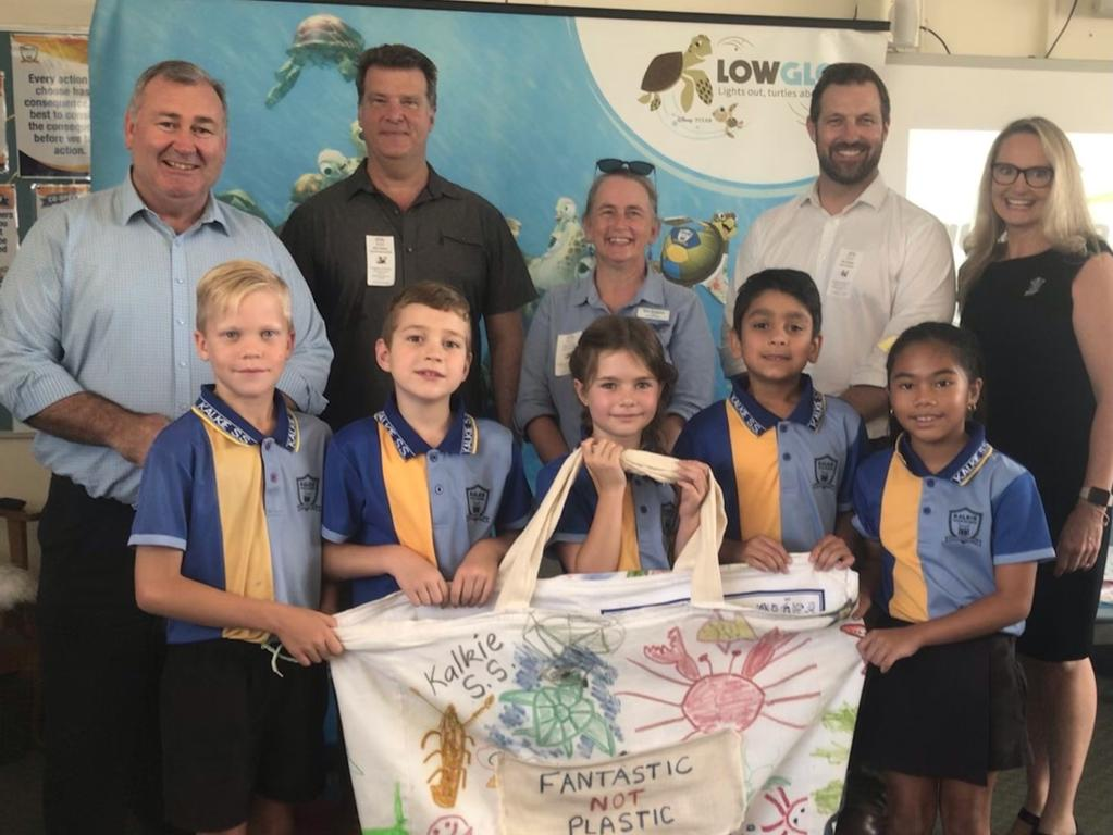Kalkie State School students and staff with Mayor Jack Dempsey, GBRMPA CEO Josh Thomas and chief scientist Dr David Wachenfeld.