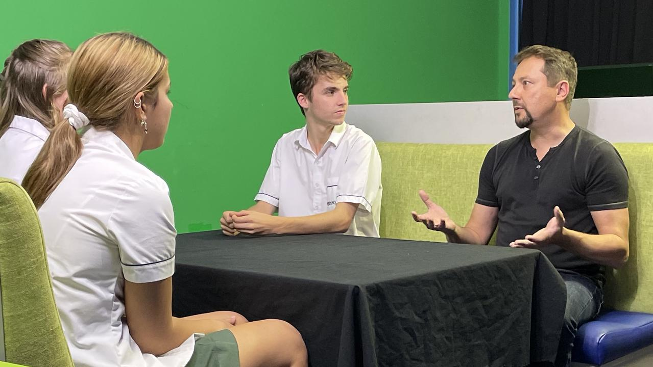 Special effects guru David Zwierzchaczewski chats with Coast students during his mentoring residency at the Peregian Digital Hub.