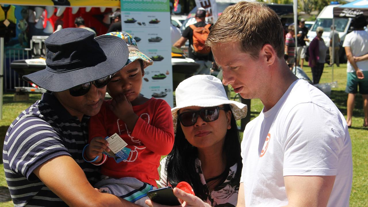 Deckee Founder and CEO Mike McKiernan shows boaters how to use the Deckee app. Picture: Supplied.