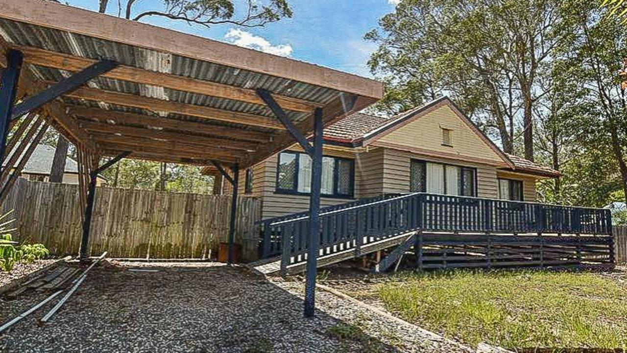 For Sale priced at $189,000: 5 Tropic Street, Russell Island, a three bedroom, one bathroom one car park house.