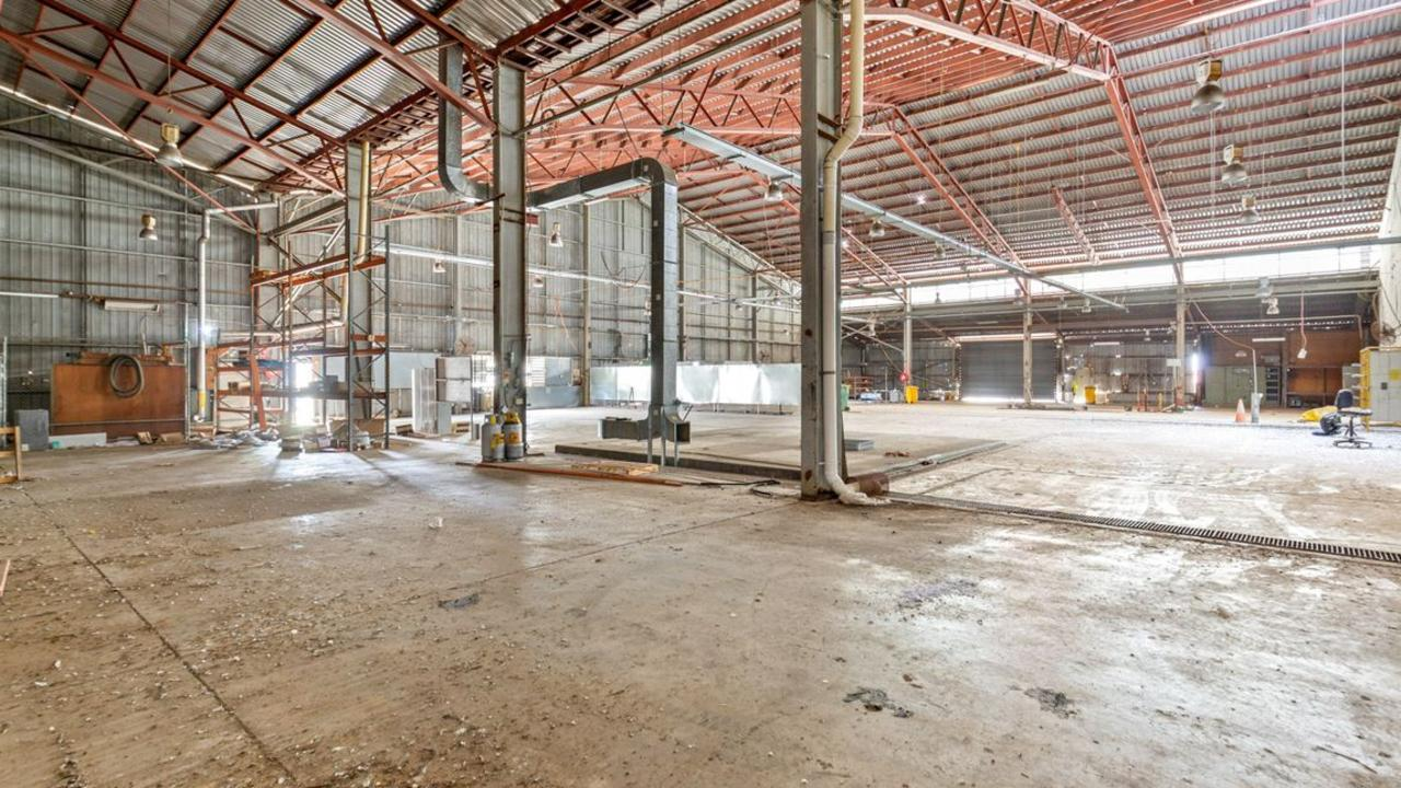 The JM Kelly site has a combined warehouse space of 4,295sqm.