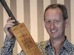 Bradman's bat smashes auction record