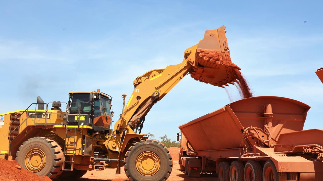 A deal struck by two mining giants has brought a $500m bauxite project a step closer to reality.