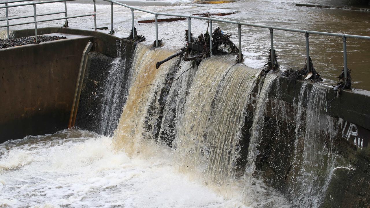 Flooding at Parramatta Weir on Saturday. Picture: David Swift