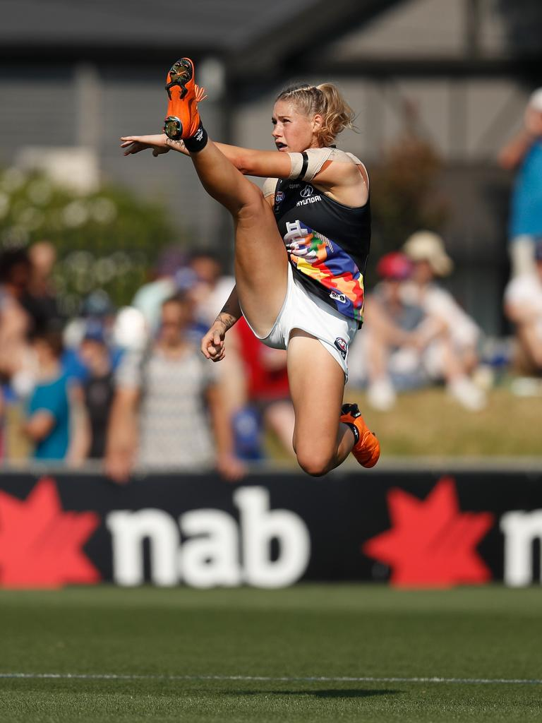 Tayla Harris' famous kick. (Photo by Michael Willson/AFL Media)