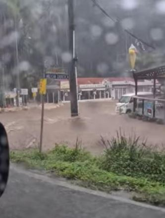 Cars and shops in floodwaters at Mt Tamborine (VIDEO ABOVE).