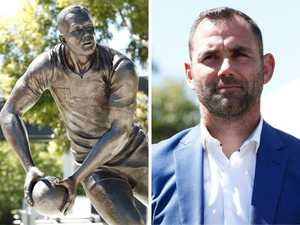 Cheeky addition to Cameron Smith statue