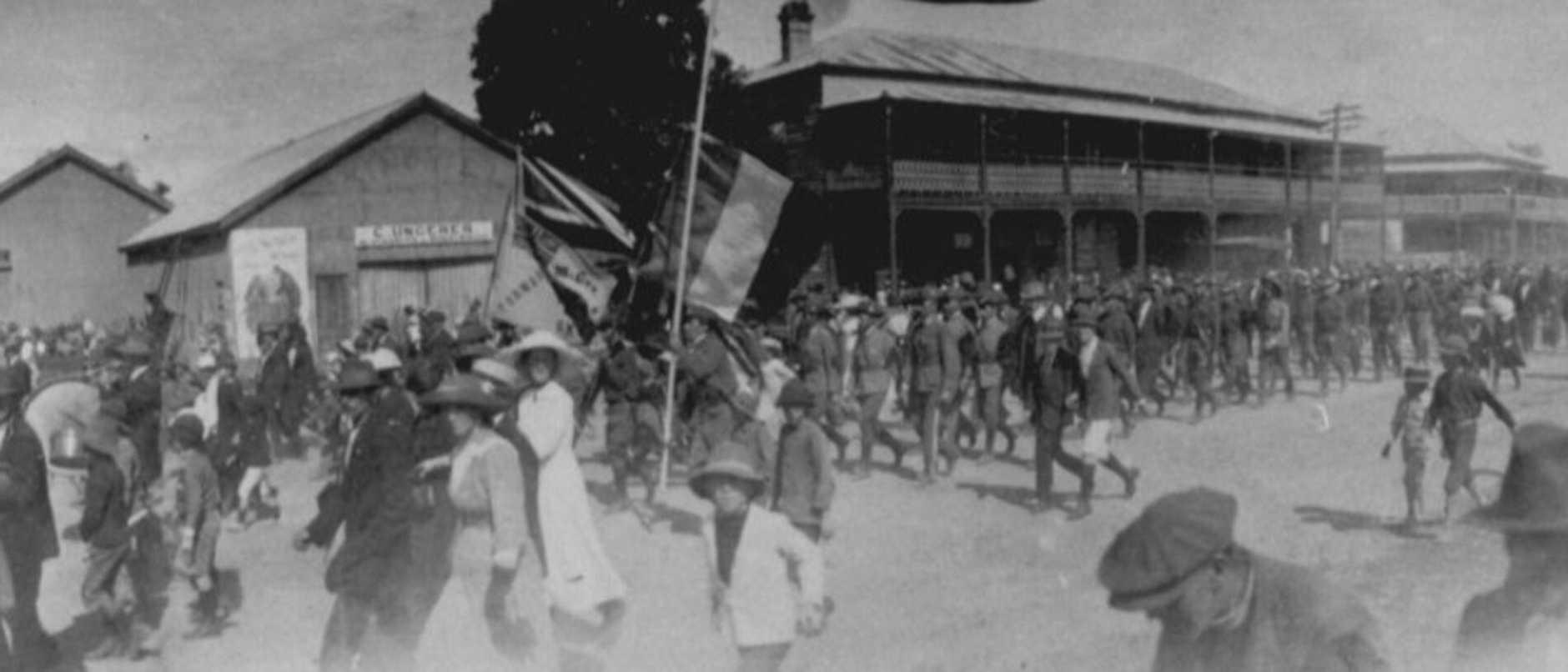 Troops leaving the wharves in Mackay to join the troops waiting at Flat Top Island to embark to serve in World War I, 1914. Picture: Mackay Regional Council Libraries