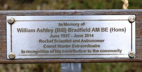 Memorial on the Torrens Vale lookout bench seat. Courtesy Bryan Cole, Monument Australia
