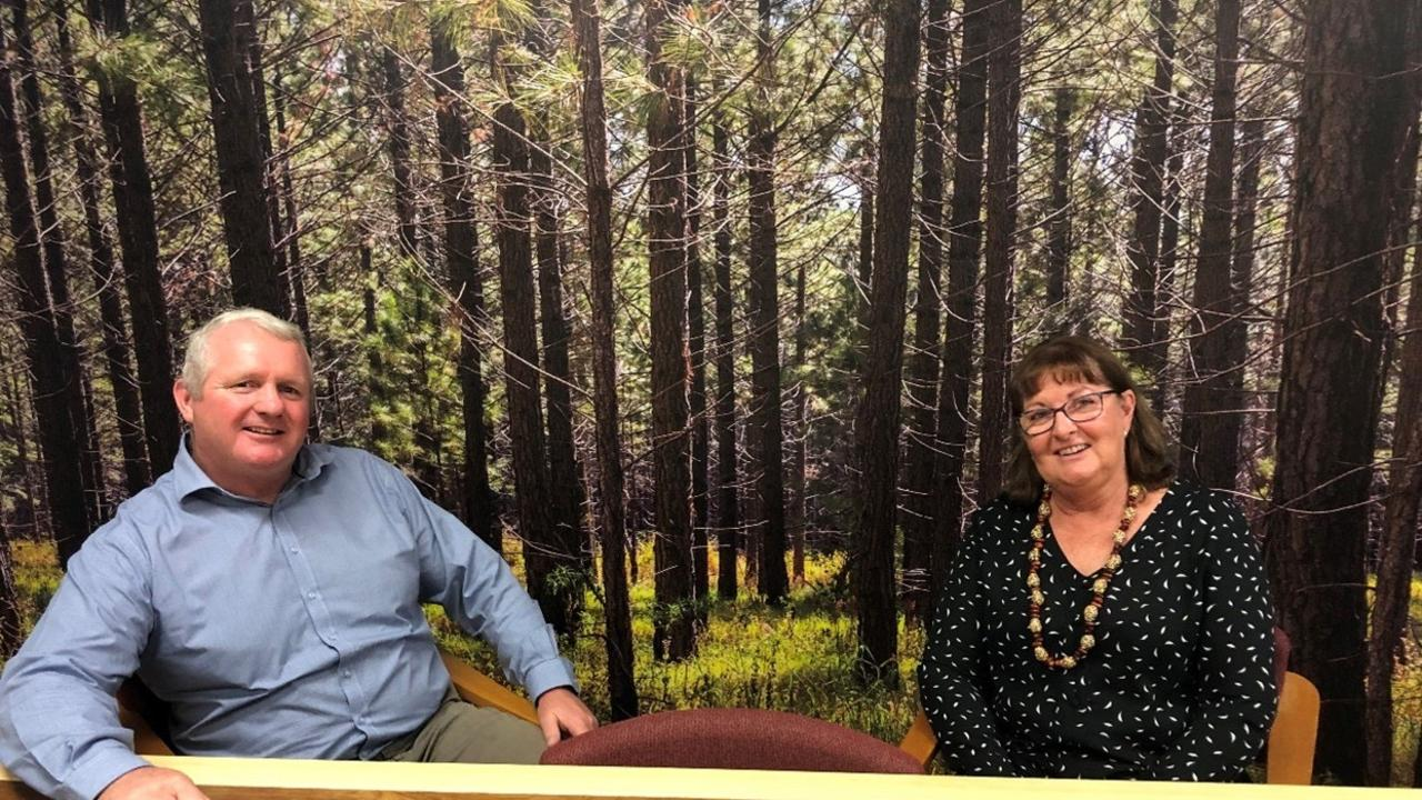 Mark Diedrichs, Technical Advisor to the hub and Kerry Fullarton, South-East Queensland Regional Forestry Hub Manager, meeting to discuss implementation.