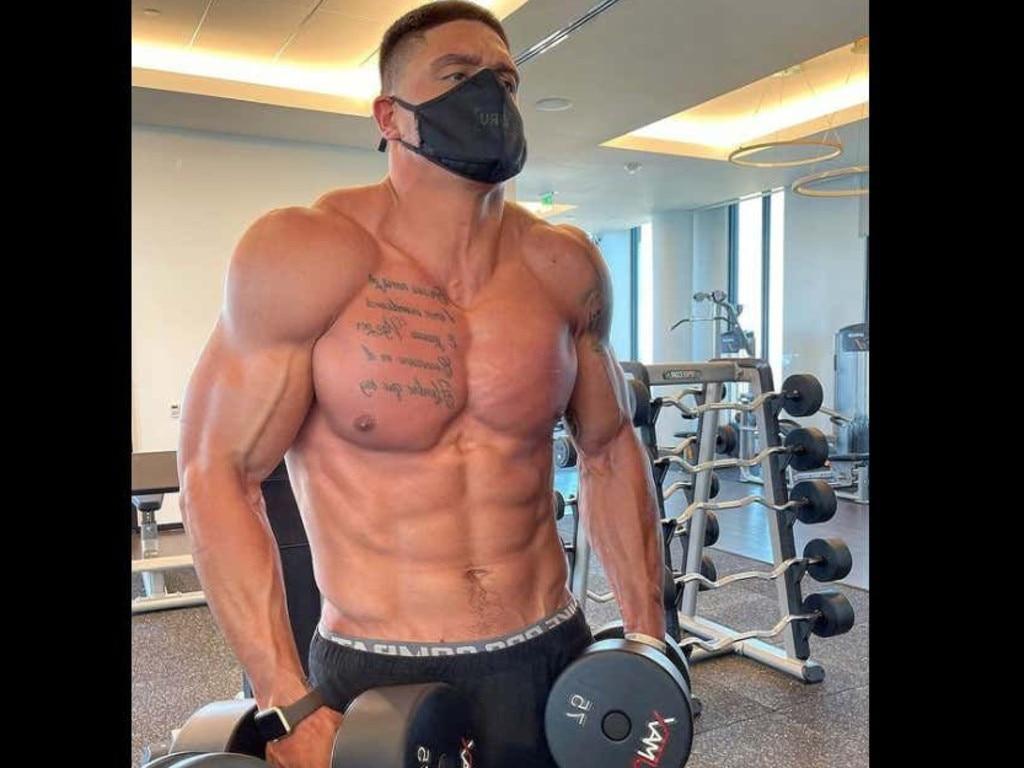 Sammis Reyes working out on Instagram.