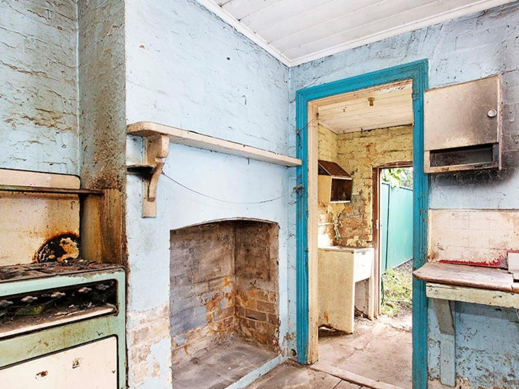 "Now there is just one house for sale for under $900,000 across inner Sydney and the agent has described it as one of the ""worst"" he's ever seen."