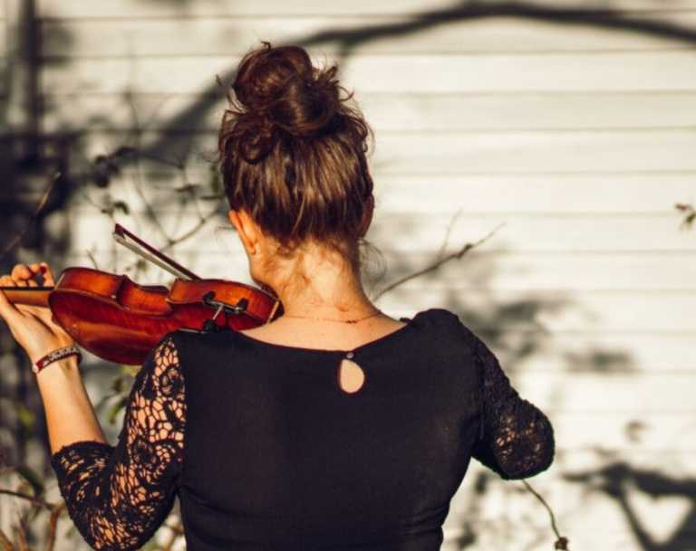 Singer, songwriter and violinist Katisha Adelaide is committed to bringing music to rural and regional Queensland and will bring her workshops and concert to Bundaberg next weekend.