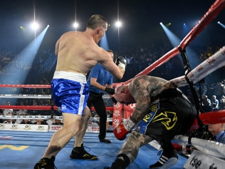 Paul Gallen KOs Lucas Browne with three devastating right hands.