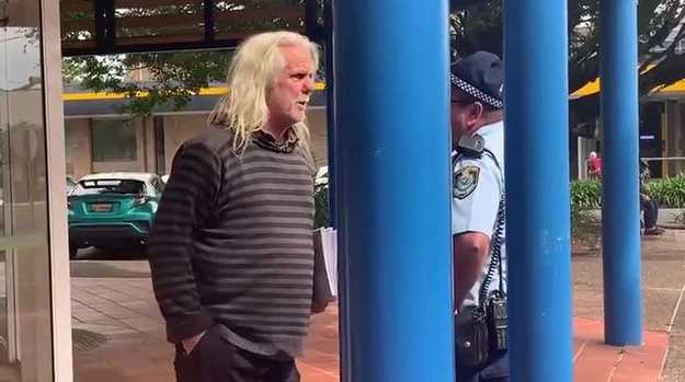 Police remove John Anderson from council meeting