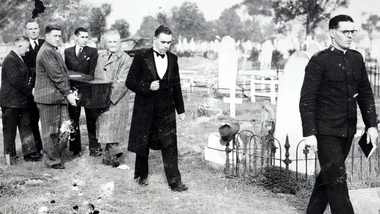 Salvation Army Captain E. Webb leads funeral director Laurie Elliott and pall bearers, which included journalist Bob Whitington, police sergeant Sutherland, funeral assistant Claude Trevelion and publican Leo Kenny, at the June 1949 funeral of the Somerton Man at West Terrace Cemetery.