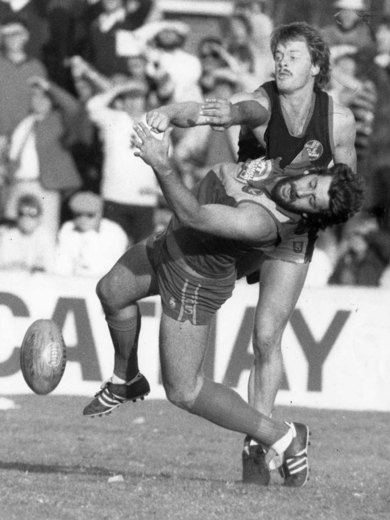 Battling Rodney Maynard for the ball in 1989.