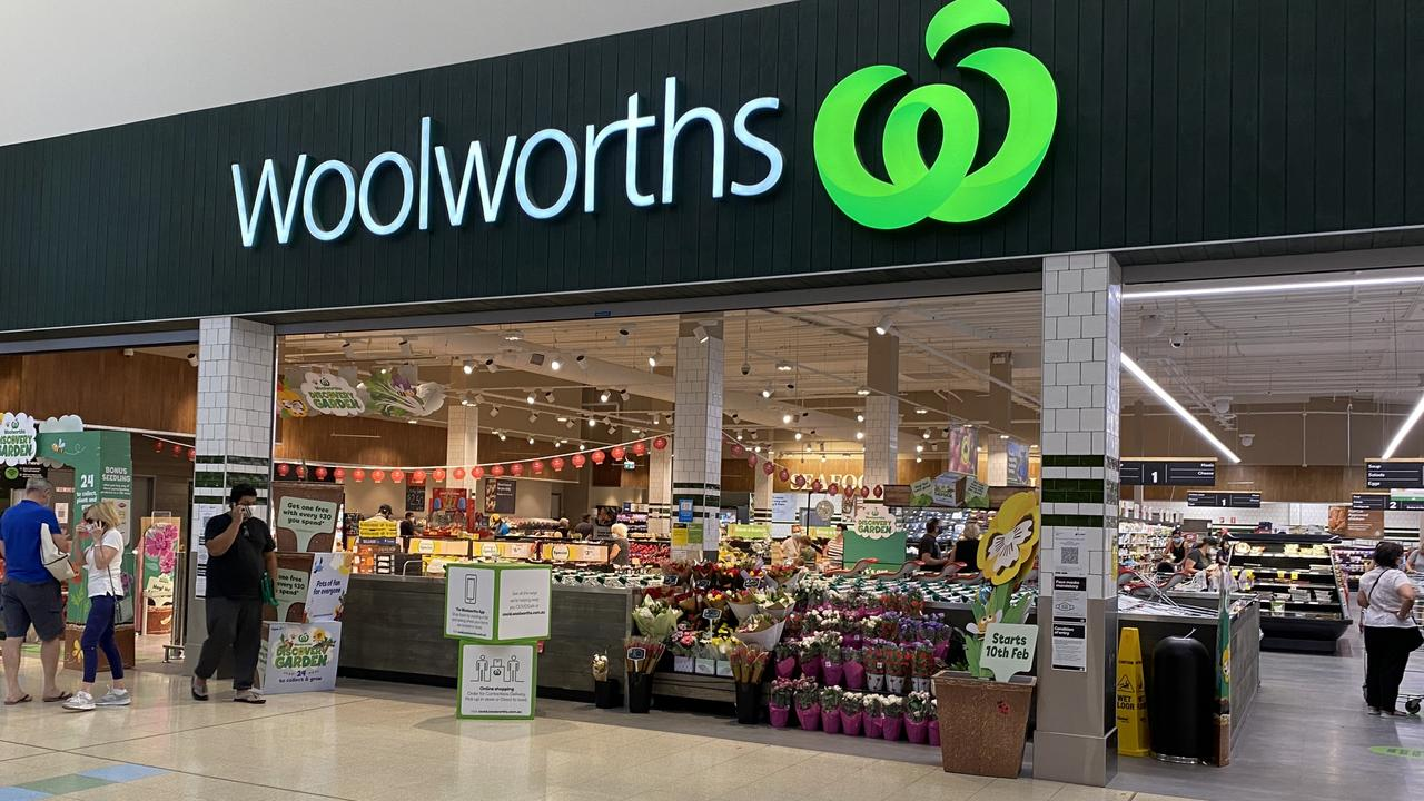 Woolworths came in second on the online retail rankings. Picture: NCA NewsWire/ Rebecca LeMay