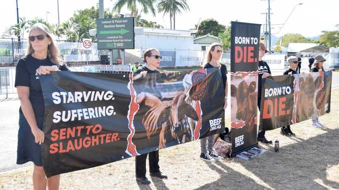 Anti-beef protesters picket Beef Australia's main gate