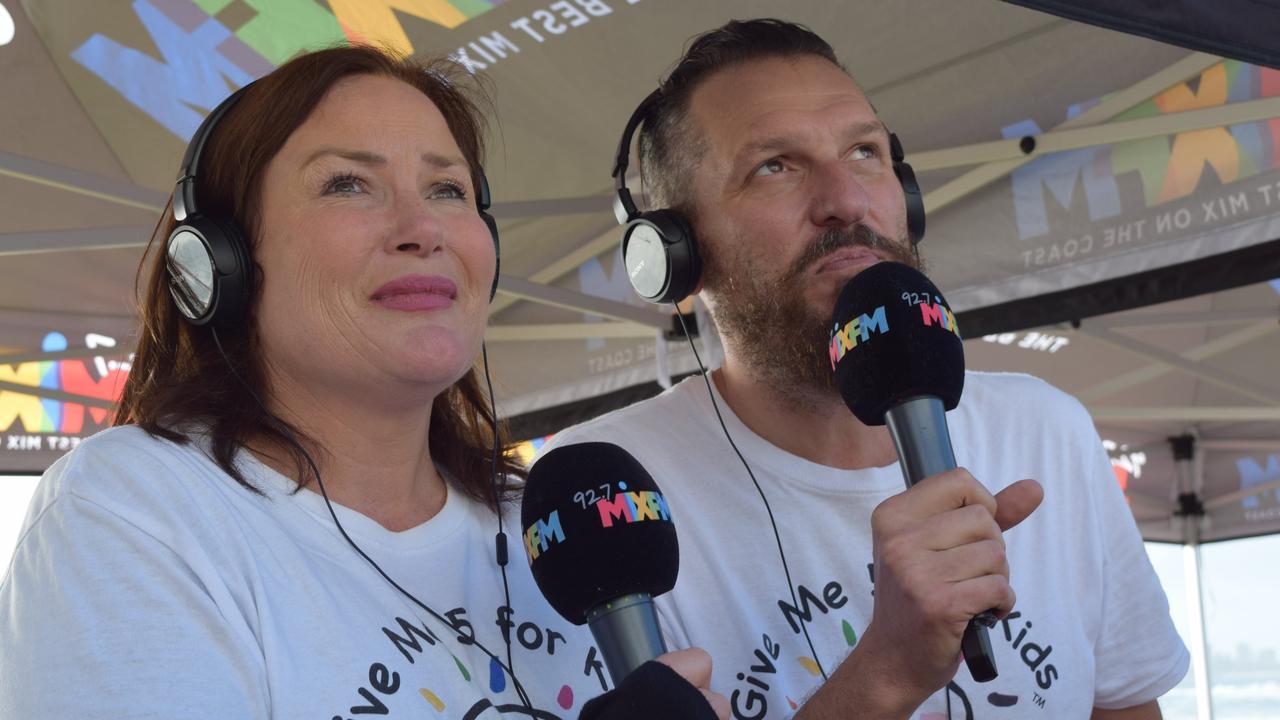 92.7 Mix FM breakfast announcers Caroline Hutchinson and Mark Darin.
