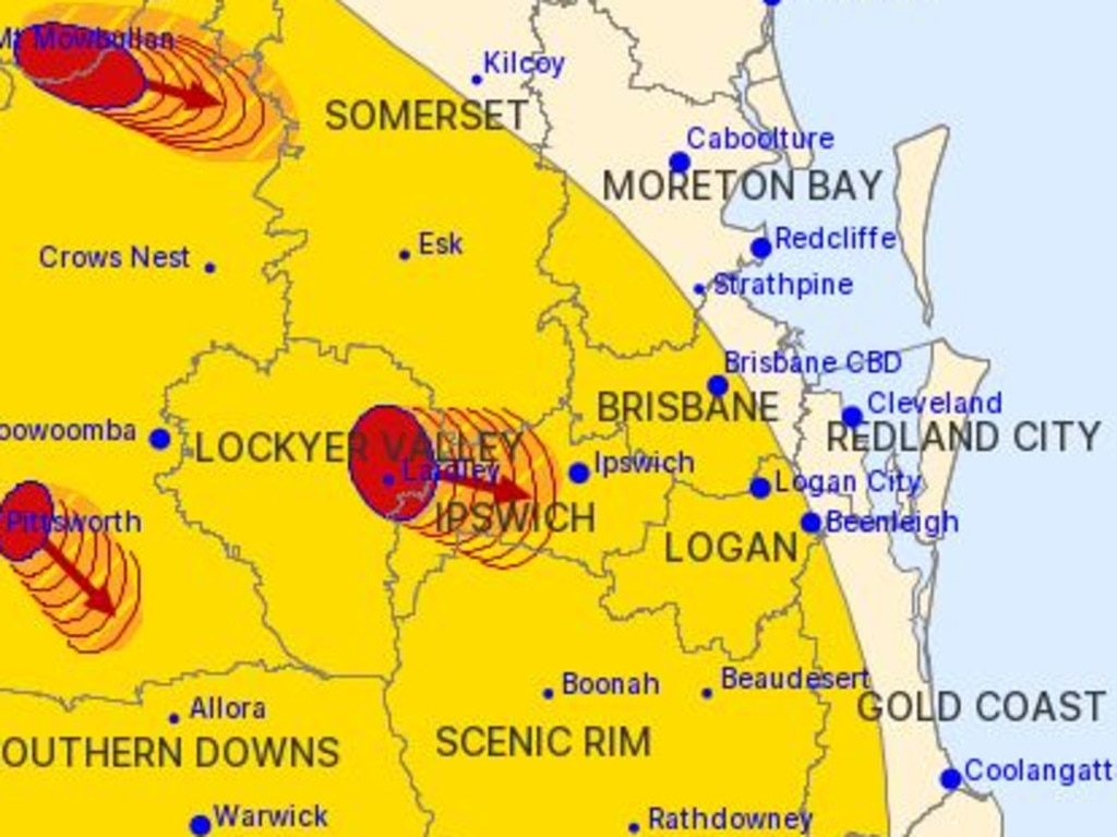 The 9.40pm severe thunderstorm warning showed multiple cells scattered across the southeast.
