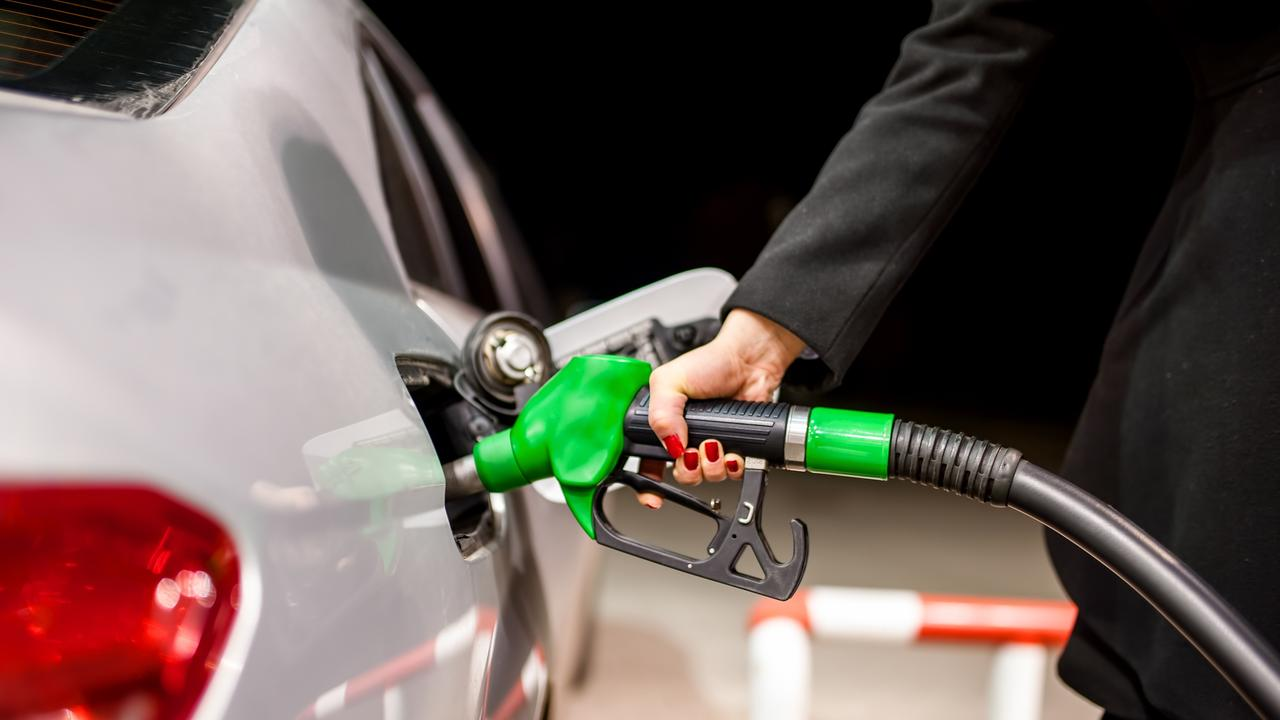 Woman screams as man attempts to steal her car at fuel station