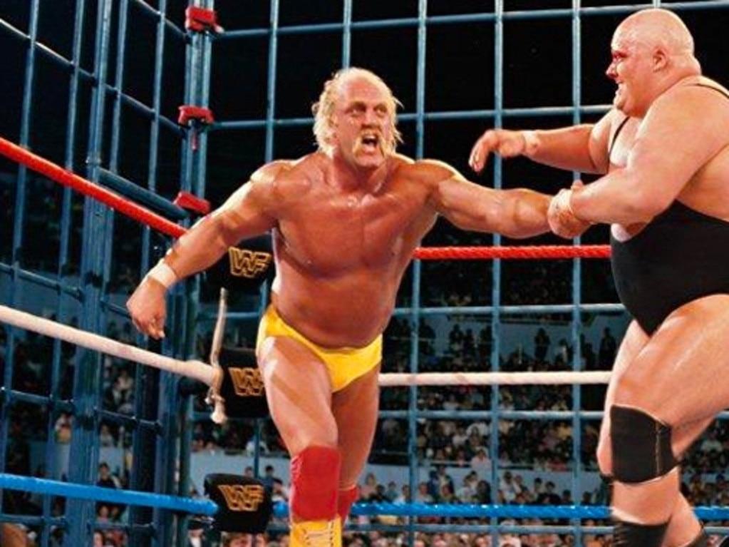 Hulk Hogan fighting late wrestler King Kong Bundy.