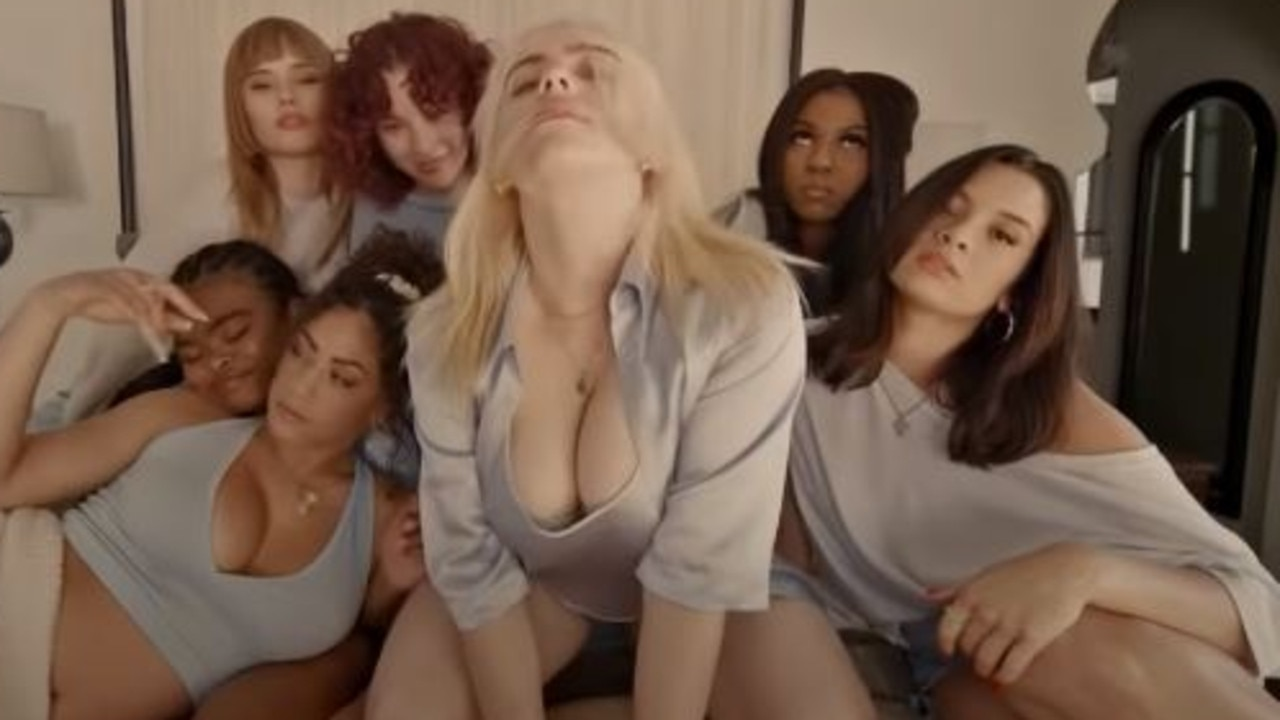 Slumber parties, pillow fights, skimpy lingerie – former tomboy singer Billie Eilish embraces her brand new look in her new music video.