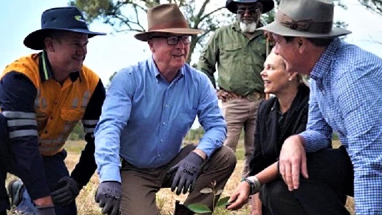 Sunshine Coast Mayor Mark Jamieson and Noosa MP Sandy Bolton plant trees at Doonan Creek Environment Reserve.