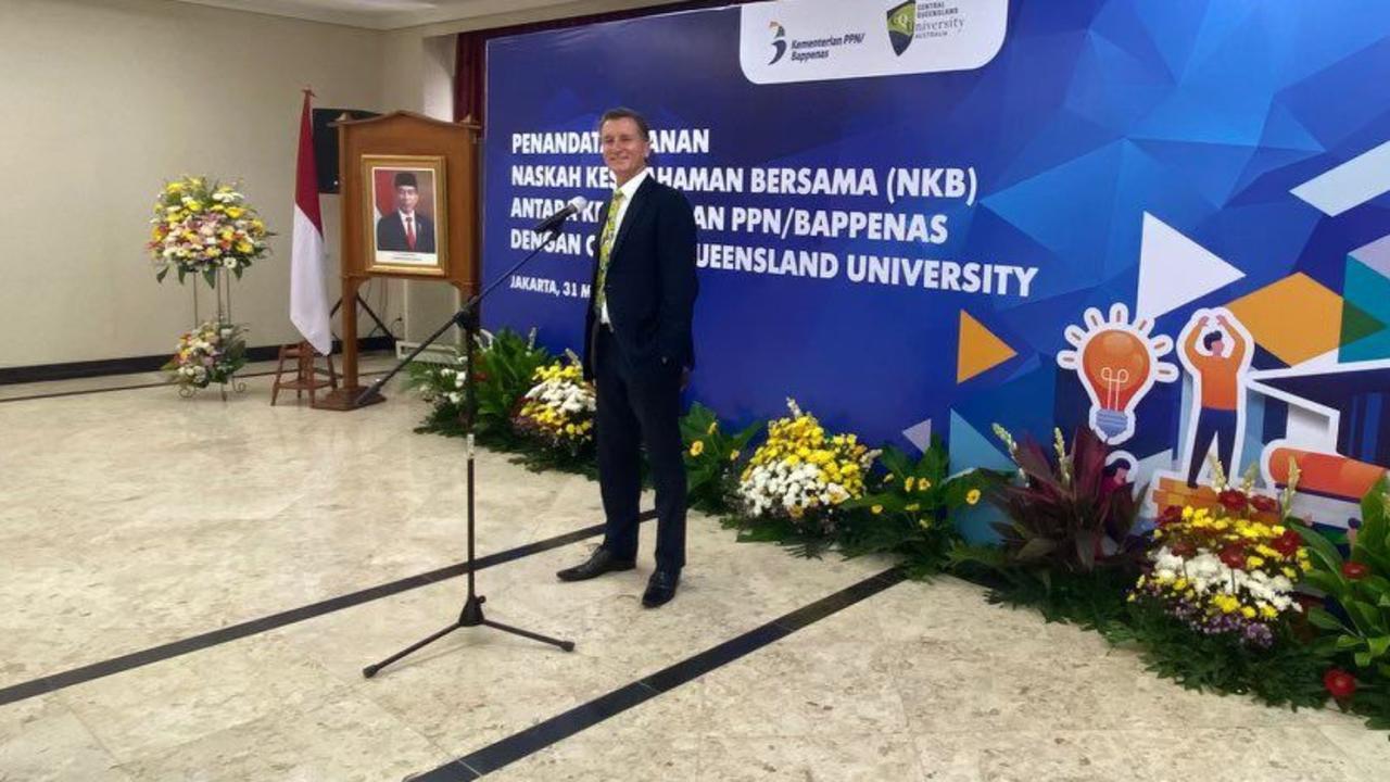Klomp juga melanjutkan diskusi tentang kesepakatan senilai A$10 juta dengan Bappenas dan Universitas Sam Ratulangi di Manado, Indonesia, untuk mendirikan Institut Pertanian Berkelanjutan di Sulawesi Utara, kota paling utara di Indonesia.