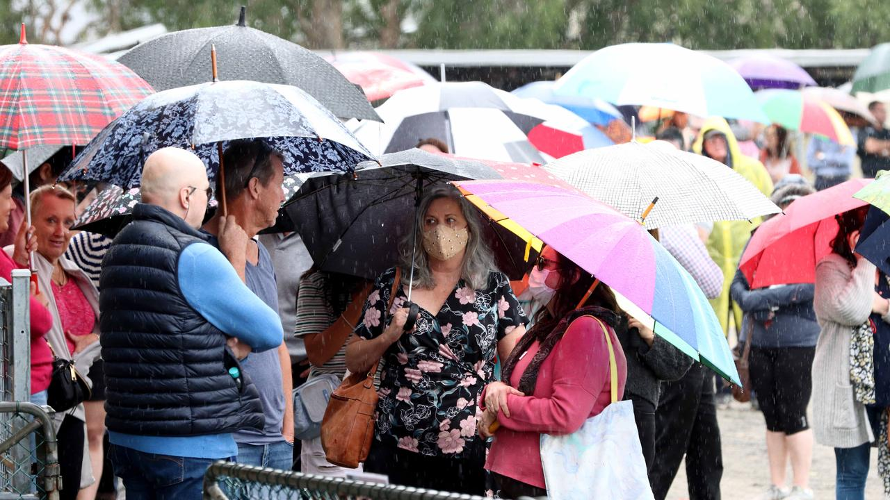 Hundreds line up for vaccinations on Thursday at Rocklea. Picture: David Clark