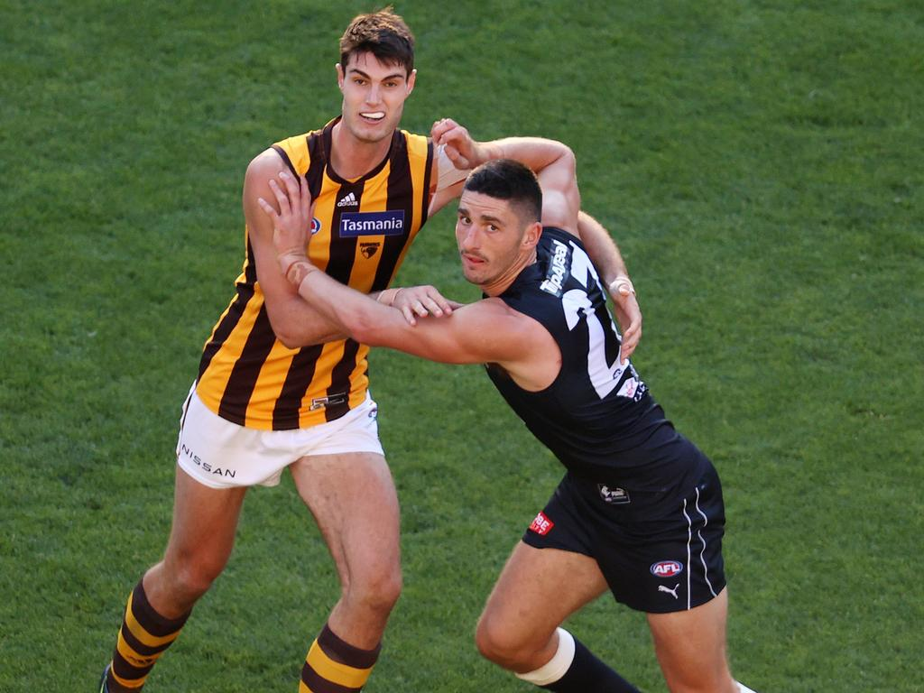 Reeves (L) will stay at Hawthorn until at least the end of 2023. Pic: Michael Klein