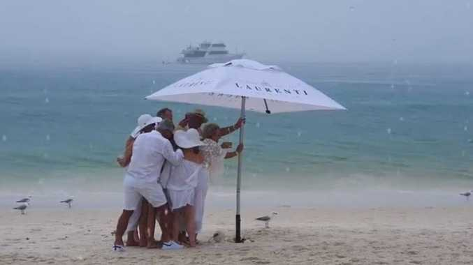 WATCH: Diners capture luxe island lunch disaster