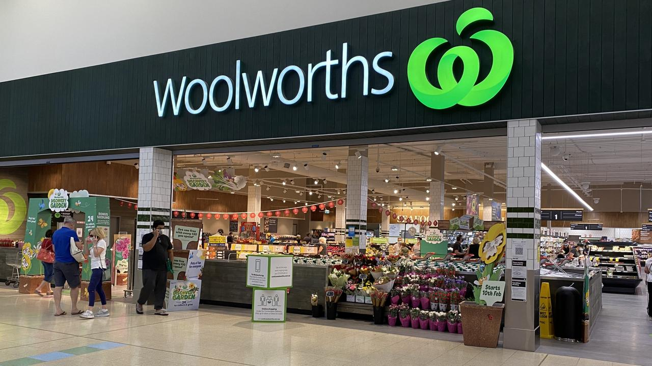Woolworths is offering the discount until 11.59pm Thursday. Picture: NCA NewsWire/ Rebecca LeMay