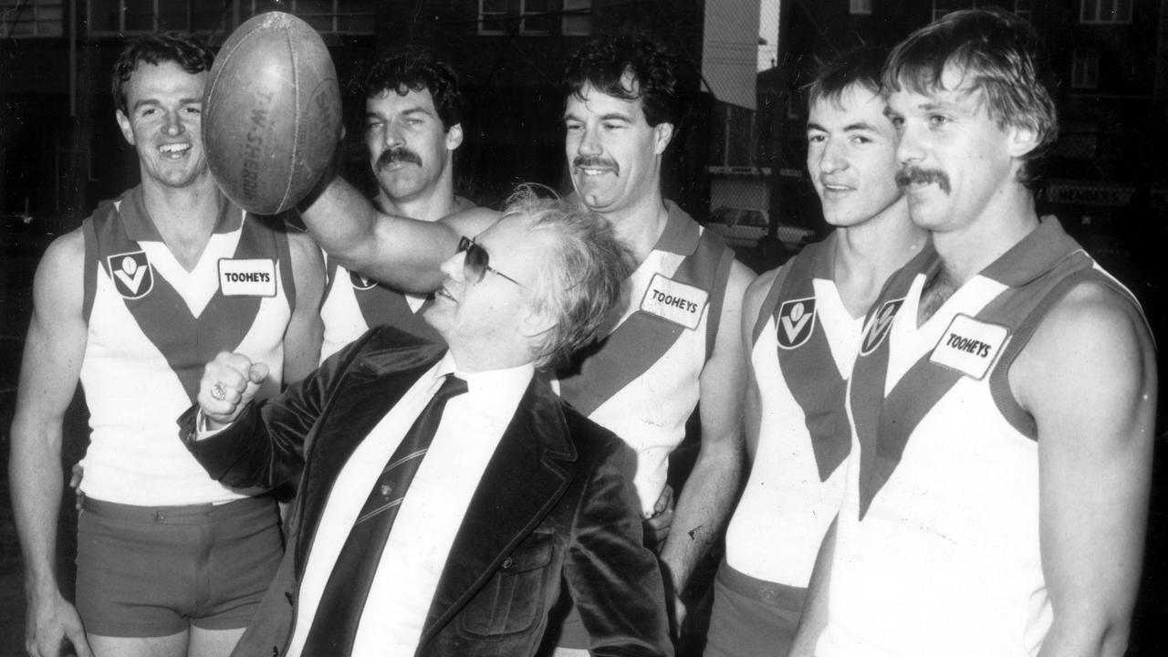 Edelsten poses with Sydney Swans players in 1985.
