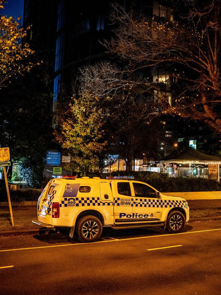 Geoffrey Edelsten dies in his apartment on St Kilda Road.