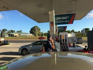 SNAPPED: Cop using mobile phones at bowser