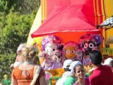 1000's Of Hare Krishna's Pull Chariot