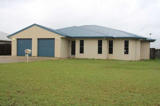 This large fully airconditioned family home with ceiling fans throughout contains 4 extra-large...