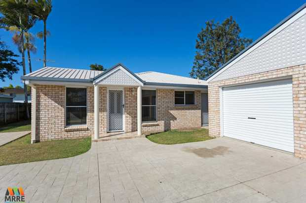 Immaculate air conditioned 3 bedroom home in the heart of Ooralea, just minutes to the Woolworth's...