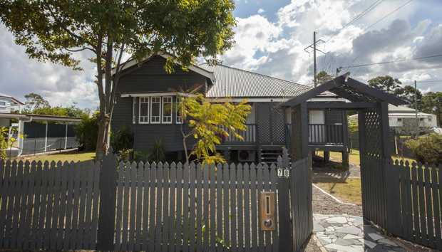 This quaint cottage is located within walking distance to the centre of town, Golf links and...