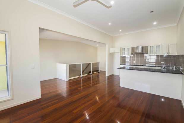 Situated in a quiet and peaceful area and within walking distance to the CBD, Shopping Centre, Schools...