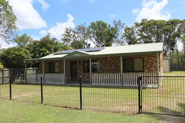 Situated on a fully fenced 867m2 (approx.) allotment only 10 minutes from the CBD of Maryborough is...