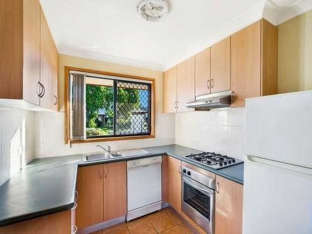 Fully furnished single bedroom with ensuite and built-in robe. Located in unit of 3 which is fully...