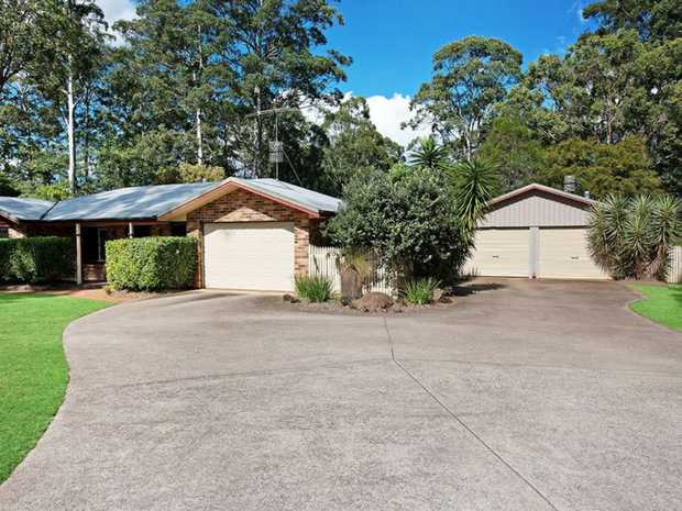 Located on a large 3117m2 block, this immaculate low set brick home is sure to impress.  There is a...