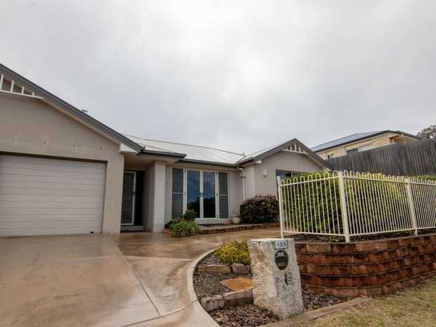 With valley views this modern unit is set to impress. Situated in a quiet cul-de-sac of Darling...