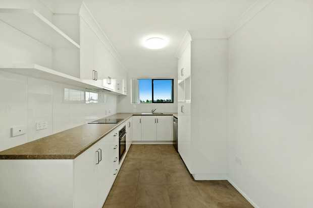 The beautifully renovated Unit is perfect for anyone wanting a low maintenance modern Home with air...