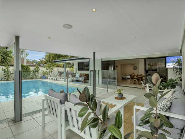 This beautifull and modern house ticks all the boxes for the perfect family home and is ideally located...