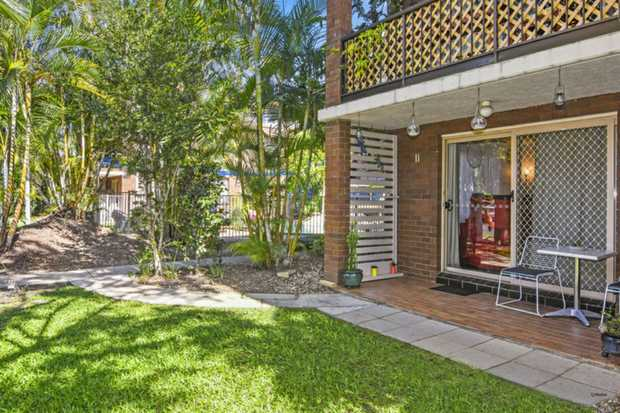 This ground floor two-bedroom unit is surrounded by lush tropical gardens and is easy walking distance...